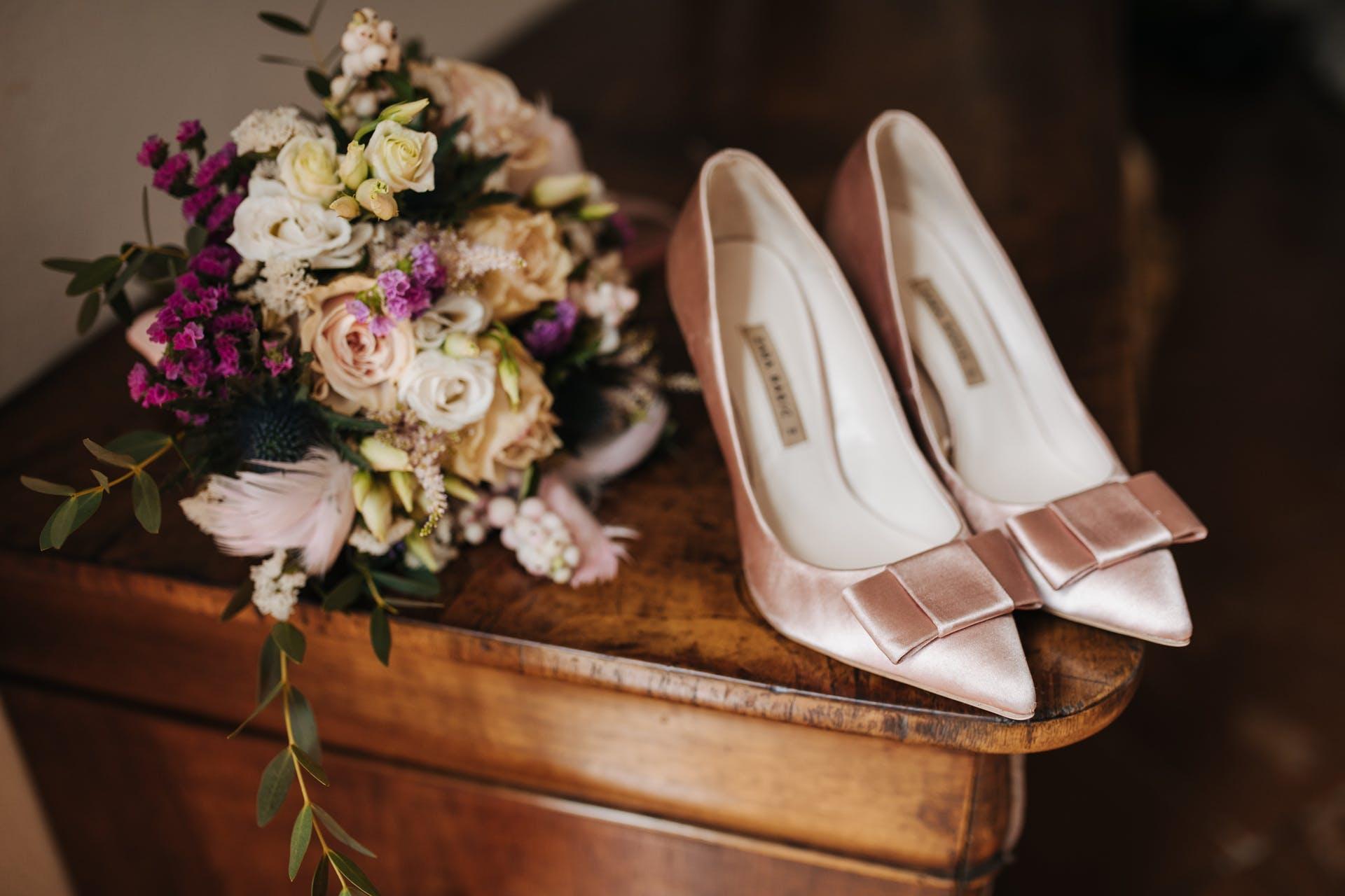 bouquet getting ready wedding details