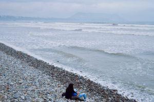 candids pacific ocean oceanshore rocky coast romance lima date rocky shore boyfriend girlfriend