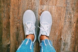 cool wood under armour lifestyle white sneakers college students apartment cool wallpaper jeans