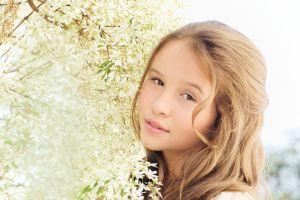editorial girl woman flowers fashion beauty teenager white flower modelo