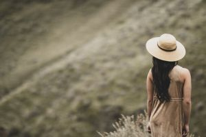hair photoshoot sun hat sight woman back view female dress blur focus