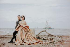 indonesian semarang prewedding jakarta beach wedding beach wedding indonesia sunset tegal