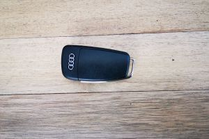 keys audi wood car