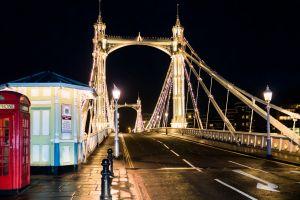 night phone box chelsea bridge