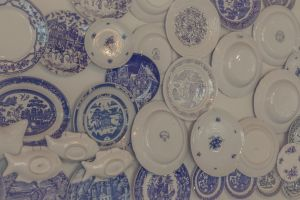 plates wall texture decor circles delft blue white