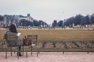 reader read reading paris garden
