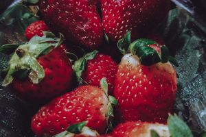 red green good fruit strawberry