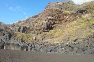 rocks blacksand beach mountains