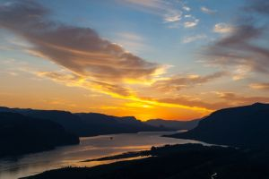 sunrise viewpoint rivers early morning summertime crown point columbia river gorge