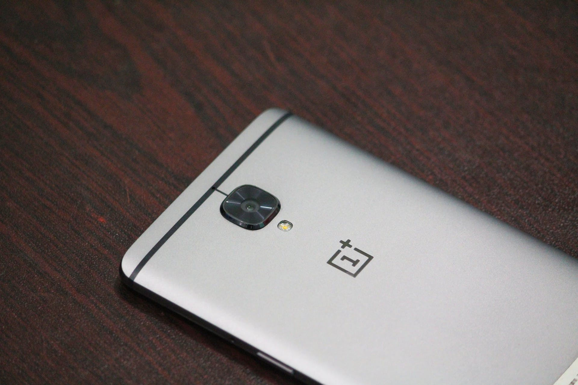 oneplus 3t close shot smartphone phone mobile