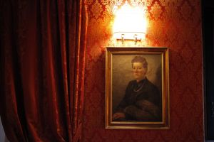 art hotel room red woman frame