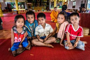 buddhism people laos food traditional religion alms tradition asia world
