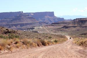 bushes vacation red rocks nature jeep open road road sky utah canyonlands