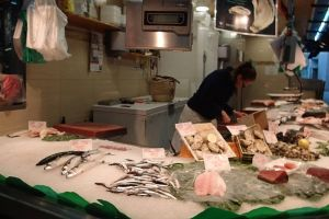 buying shellfish seafood people fishes fresh slice chilled ice fish