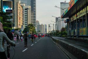 city bike racing crowded busway shalter city view car free day jakarta town bundaran hi early morning