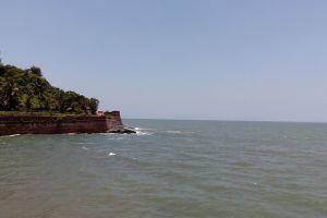 coast line fort india beach sinquerim beach north goa goa