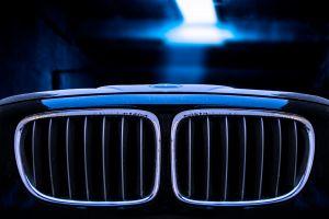 editorial automobile oggetto creato dall'uomo automobile di lusso alla moda moderno nero griglia del radiatore produrre veicolo a motore