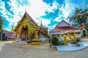 emerald sri wiang chai pagoda golden siamese urban structure spirituality exterior tourism sky