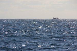 fishing boat minimalism fishing holiday ocean cruise blue sky sea boat