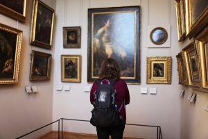 louvre paintings room paris seat building art tour museum exhibition