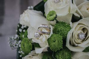roses wedding rings bridal bouquet blossom petals bloom bouquet wedding bouquet close-up white