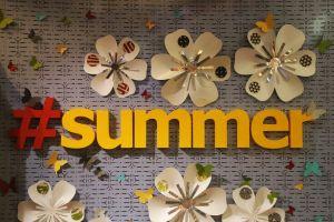 summer shops sign flowers