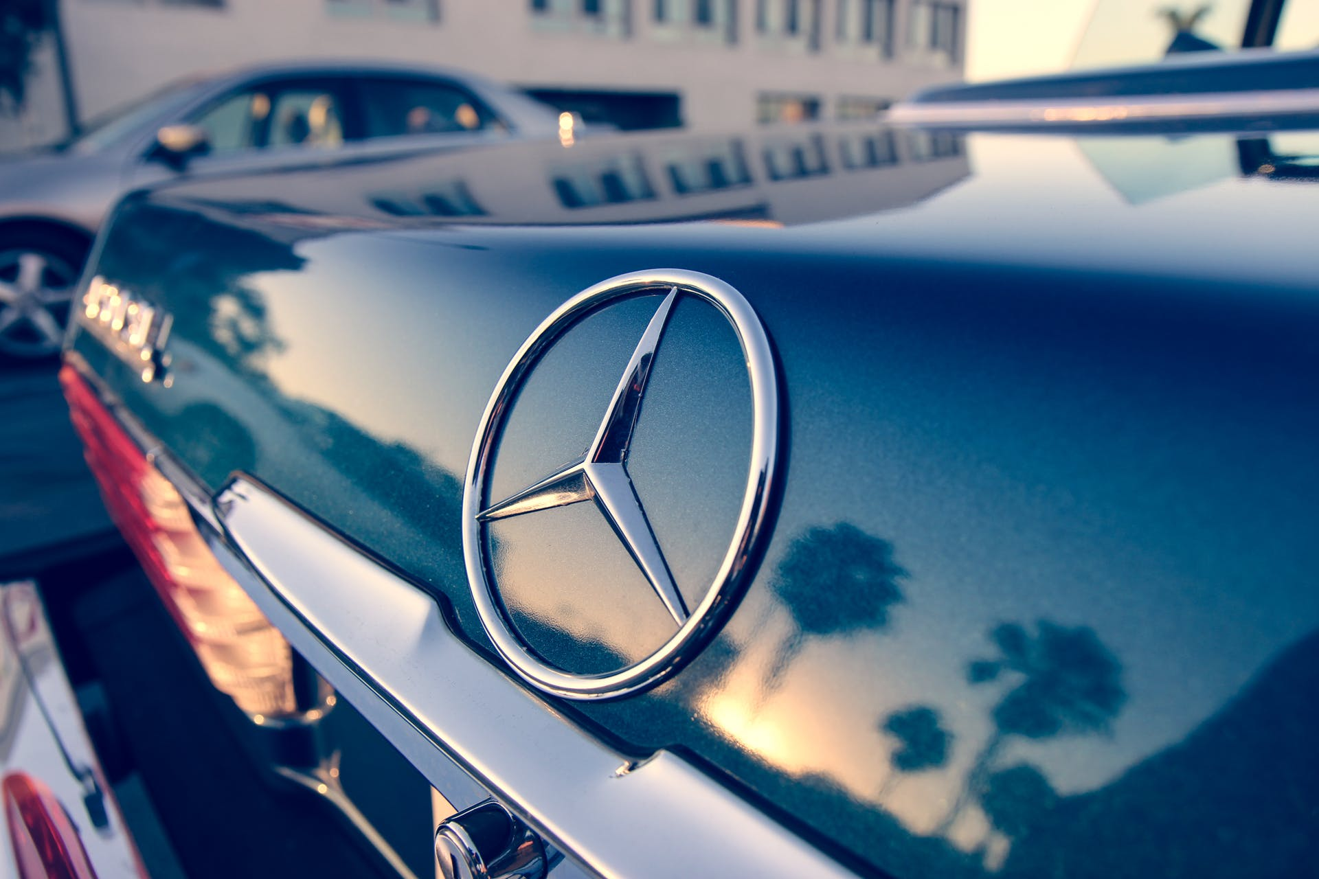 chrome mercedes benz automobile design shiny emblem car