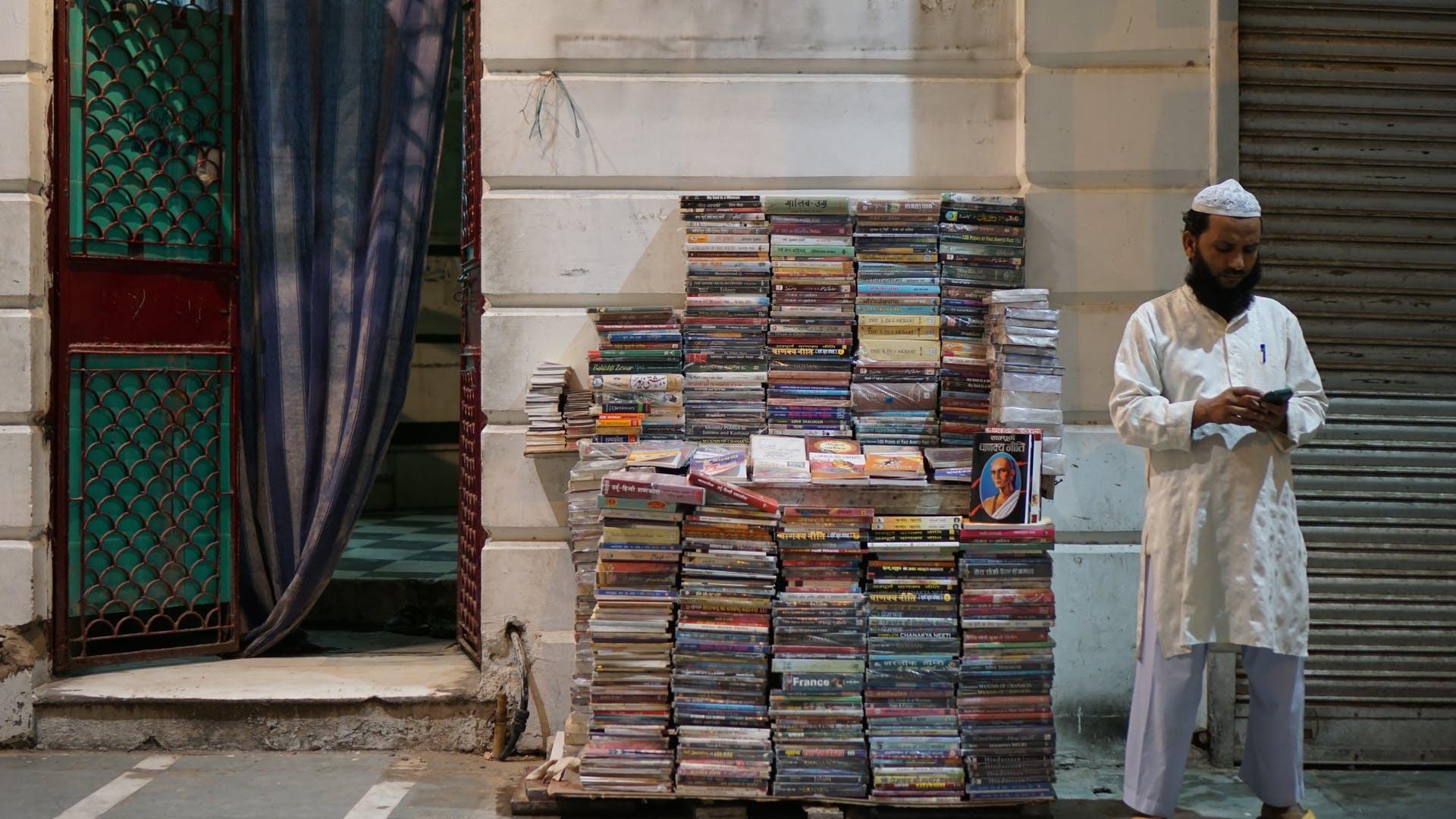 mobile delhi street books india street market