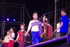 bang tuk craft woman portrait dancing laos beautiful costume umbrella