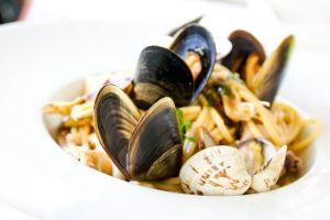 crustacean restaurant pasta bivalve healthy seafood epicure meal nutrition plate