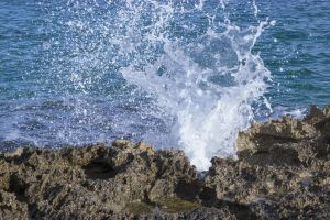 desktop backgrounds wave italy wave splash sea desktop wallpaper adriatic wallpaper rocks sunny day