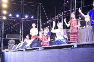 ethnicity culture salavan dancer asia bang champasak laos dance umbrella