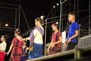ethnicity salavan jewelry girls asian wat sunshade tuk traditional umbrella