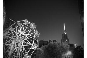 ferris wheel building urban black and white dallas skyline city