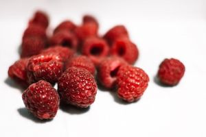 healthy berries delicious red freshness fruits fresh raspberries