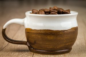 object freshness grains close-up caffeine coffee cup wooden texture raw blurred background