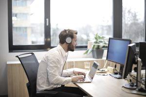 office man chat write profile earphone beeard businessman music indoor