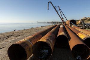 oil pipe sea polution polution pipe sea