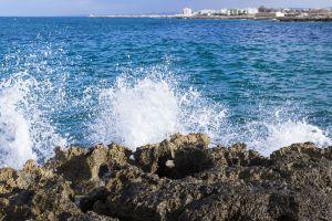 sunny day wave splash desktop wallpaper italy wallpaper rocks wave desktop backgrounds adriatic sea