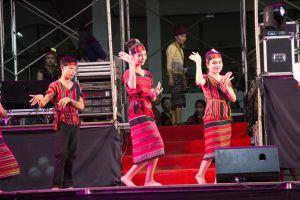 umbrella craft dancing girls salavan wat tradition tuk gold female