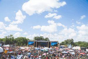 umbrellas trees audience landscape people sky crowd celebration daytime concert