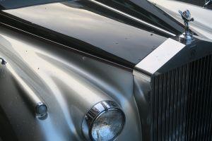 gray rolls rolls royce silver cloiud car
