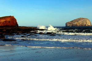 north berwick low tide rebel panda blue scotland sand rock seacliff beach spraying waves