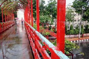 rainy day rainy dhaka road foot path