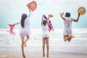 summer sea jump jump shot enjoyment waves blueskies friemds together daytime