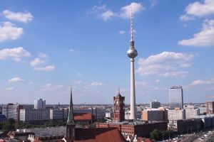 berlin cars fernsehturm berlin buildings tower tv tower clouds city time-lapse road