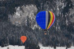 daylight flight adventure balloons trees snow hot air balloons floating winter flying