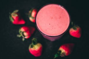 fruits strawberries food fresh cold smoothie blur yummy glass shake
