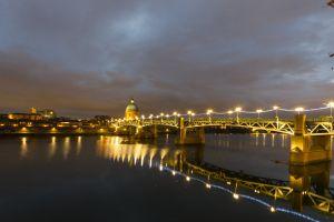 light bulb toulose bridge night