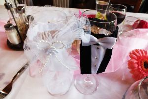 marriage lunch bride and groom party flowers crystal glasses ceremony wedding wedding party fresh flowers